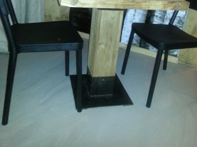 Betonlook gietvloer drukke uitvoering restaurant Best #woonbeton #berkersvloeren #gietvloeren #betonlook