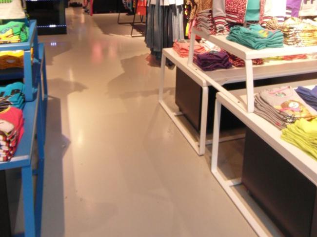 PU gietvloer Coolcat winkel #woonbeton #berkersvloeren #gietvloeren #betonlook