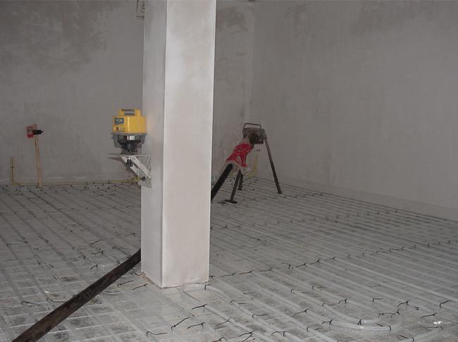 Laser t.b.v. controle peilmaten en ter realisatie cementdekvloer