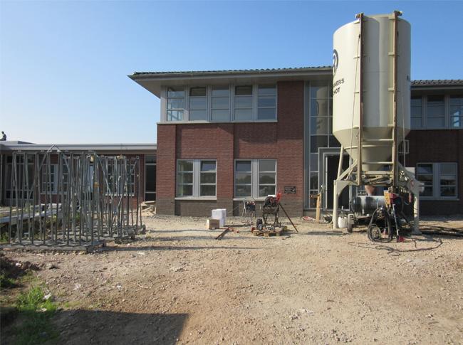September 2014 realisatie van 1410 m2 cementdekvloer waarvan 187 m2 sneldrogende cementdekvloer bij Zorglandgoed Bloemfonteijn te Heesselt.