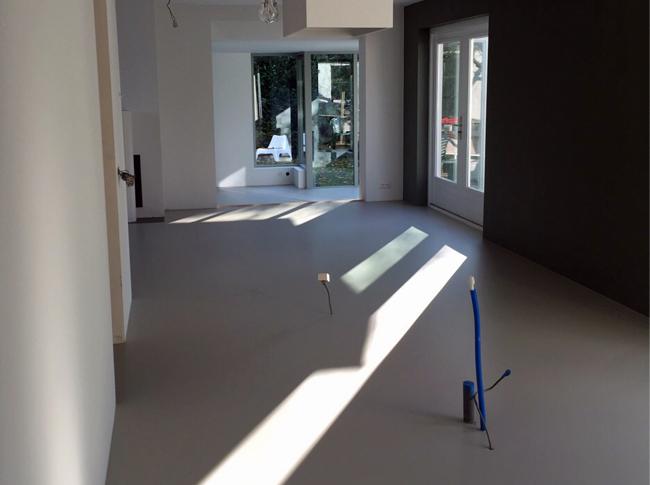 Design Woonbeton - Stoer, Robuust en Natuurlijk! #woonbeton #berkersvloeren #gietvloeren #betonlook
